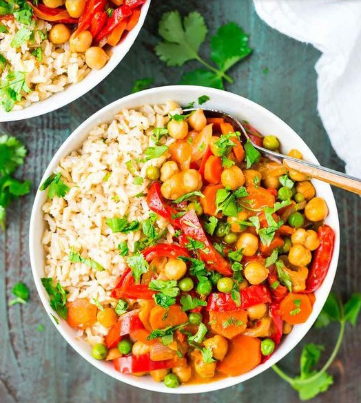 Easy Vegan Coconut Curry Ready in 25 Minutes!