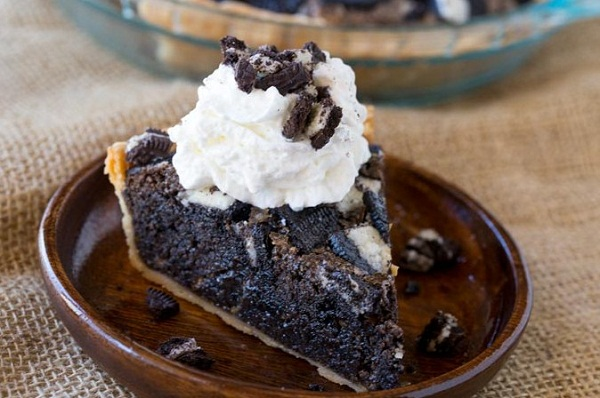 Oreo Chunk Cookie Pie