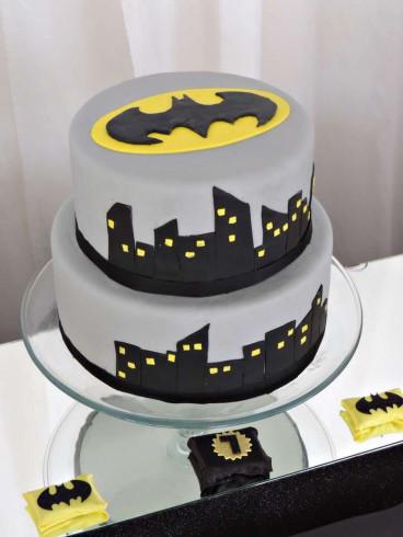 Batman Birthday Cake  103 best Batman Party Ideas images on Pinterest