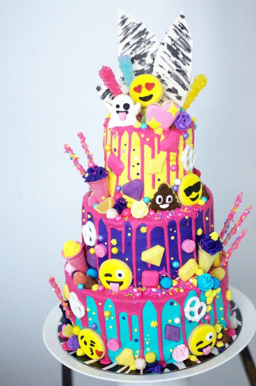 Birthday Cake Emoji  THE PARTY PARADE Emoji Cake bolos Pinterest
