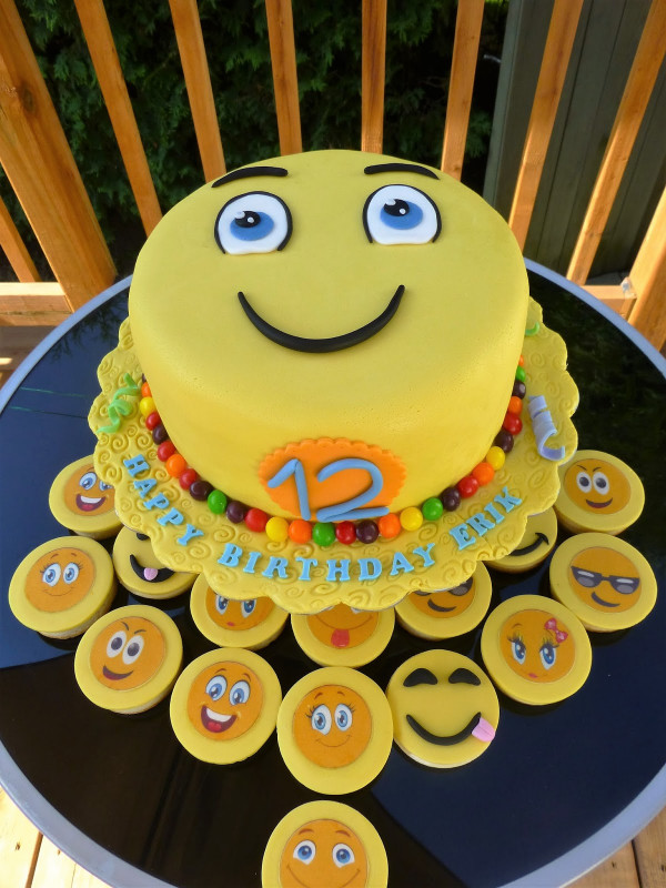 Emoji Birthday Cake  CakeSophia Emoji cake