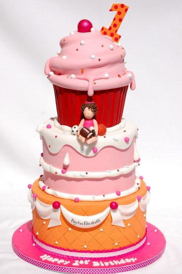 Giant Birthday Cake  17 Best images about Cakes Giant Cupcake on Pinterest
