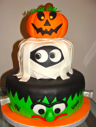 Halloween Birthday Cake  CANT GET A BETTER CAKE THAN THESE FOR THE HALLOWEEN NIGHT