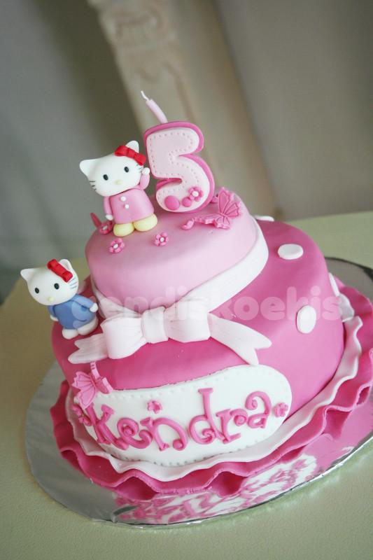 Hello Kitty Birthday Cake  GENDISKOEKIS Hello Kitty Birthday Cake
