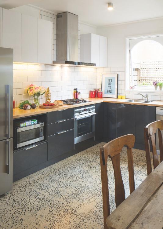 L Shaped Kitchen Designs  Advantages of an L shaped kitchen
