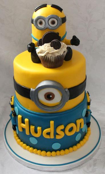 Minion Birthday Cake  Best 25 Minion cupcakes ideas on Pinterest