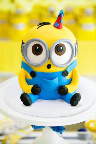 Minion Birthday Cake  Best 25 Minion Cakes ideas on Pinterest