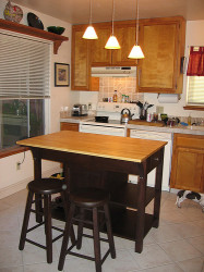 Small Kitchen Island With Seating  How To Buy Small Kitchen Islands With Seating
