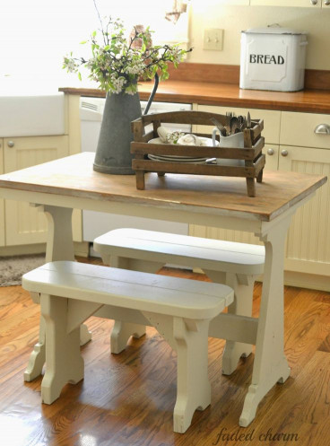 Small Kitchen Table  1000 ideas about Small Kitchen Tables on Pinterest